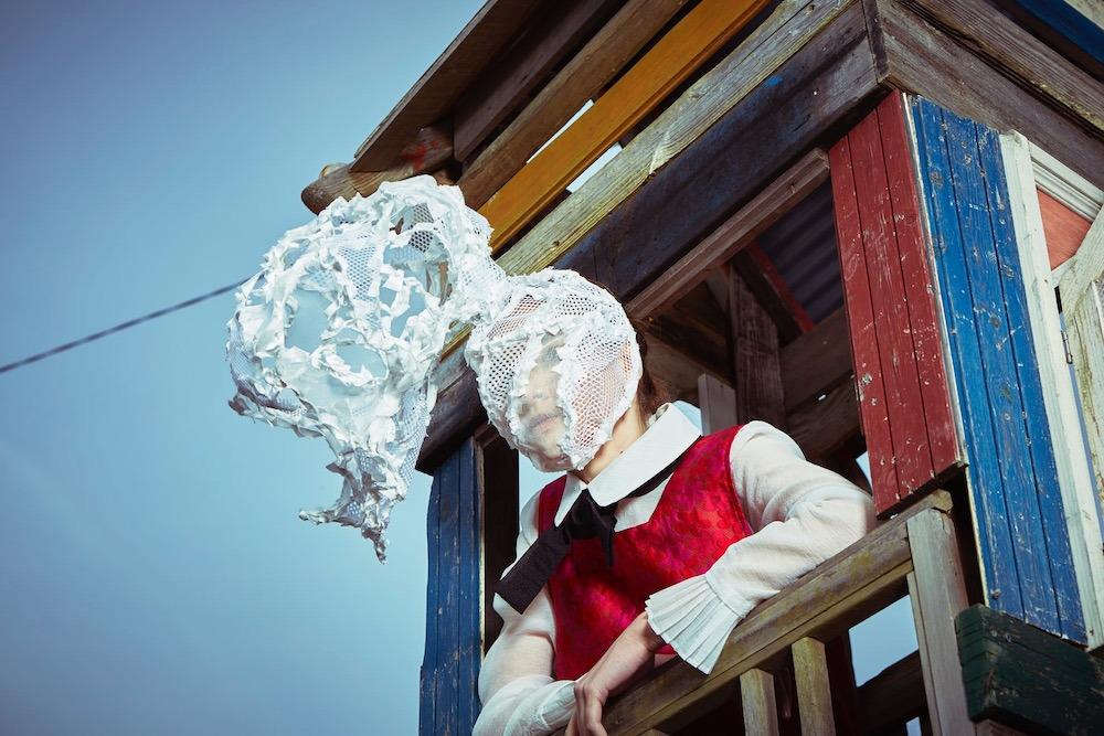 マスク 仮面 雲 少女 モデル 旅 白